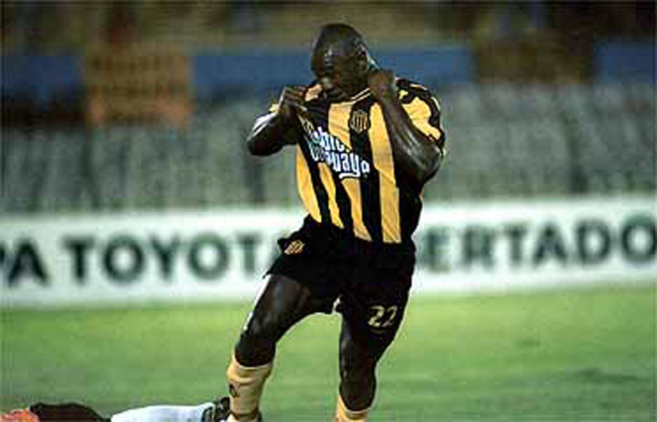 d36301c3e Vale destacar que ese año se dio el único gran triunfo de Doble Uruguaya en  la camiseta del manya  su logo quedó inmortalizado en los únicos 3 goles  hechos ...